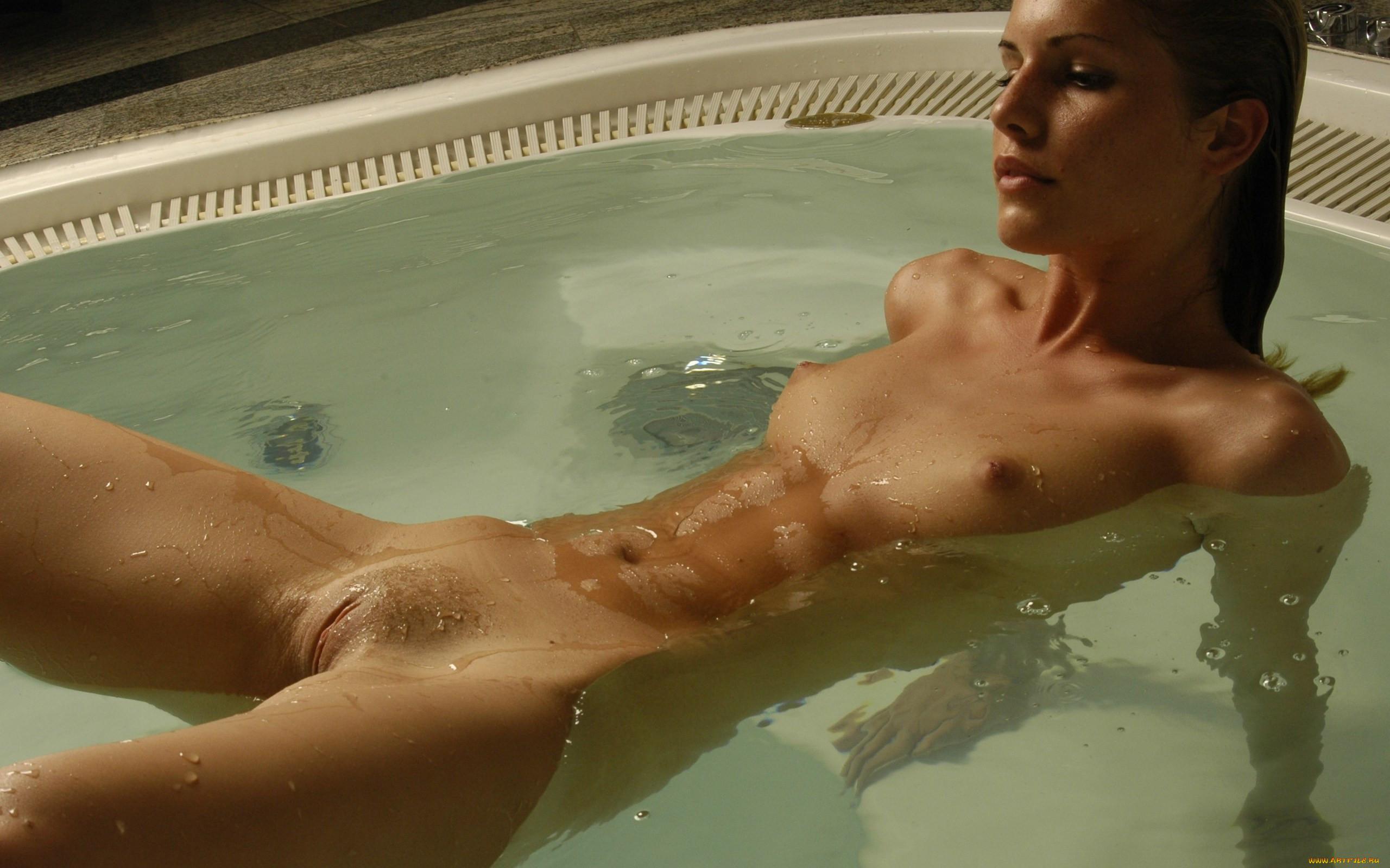 Эротика в фитнес бассейне 8 фотография